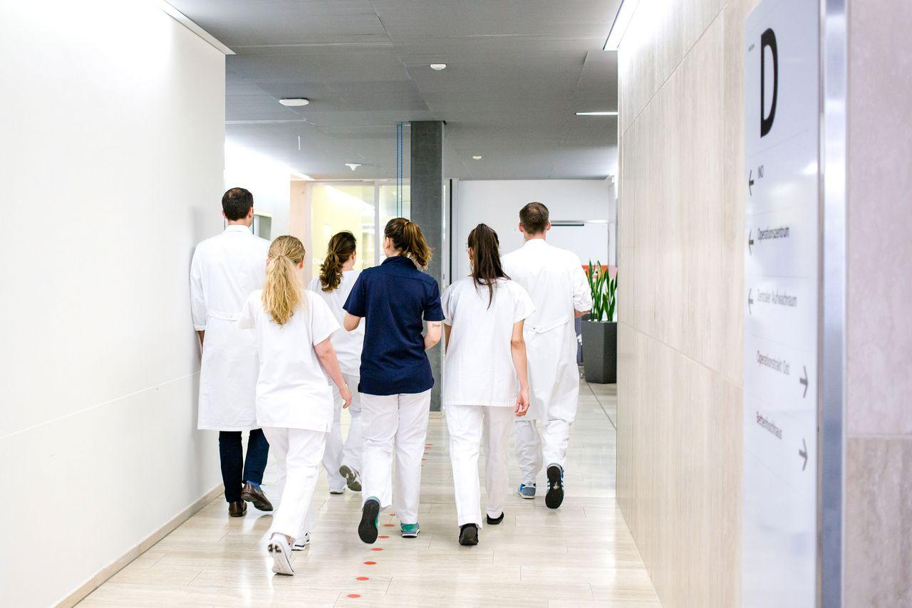Eine niedrige Pflegepersonalausstattung führt zu negativen Patientenoutcomes.
