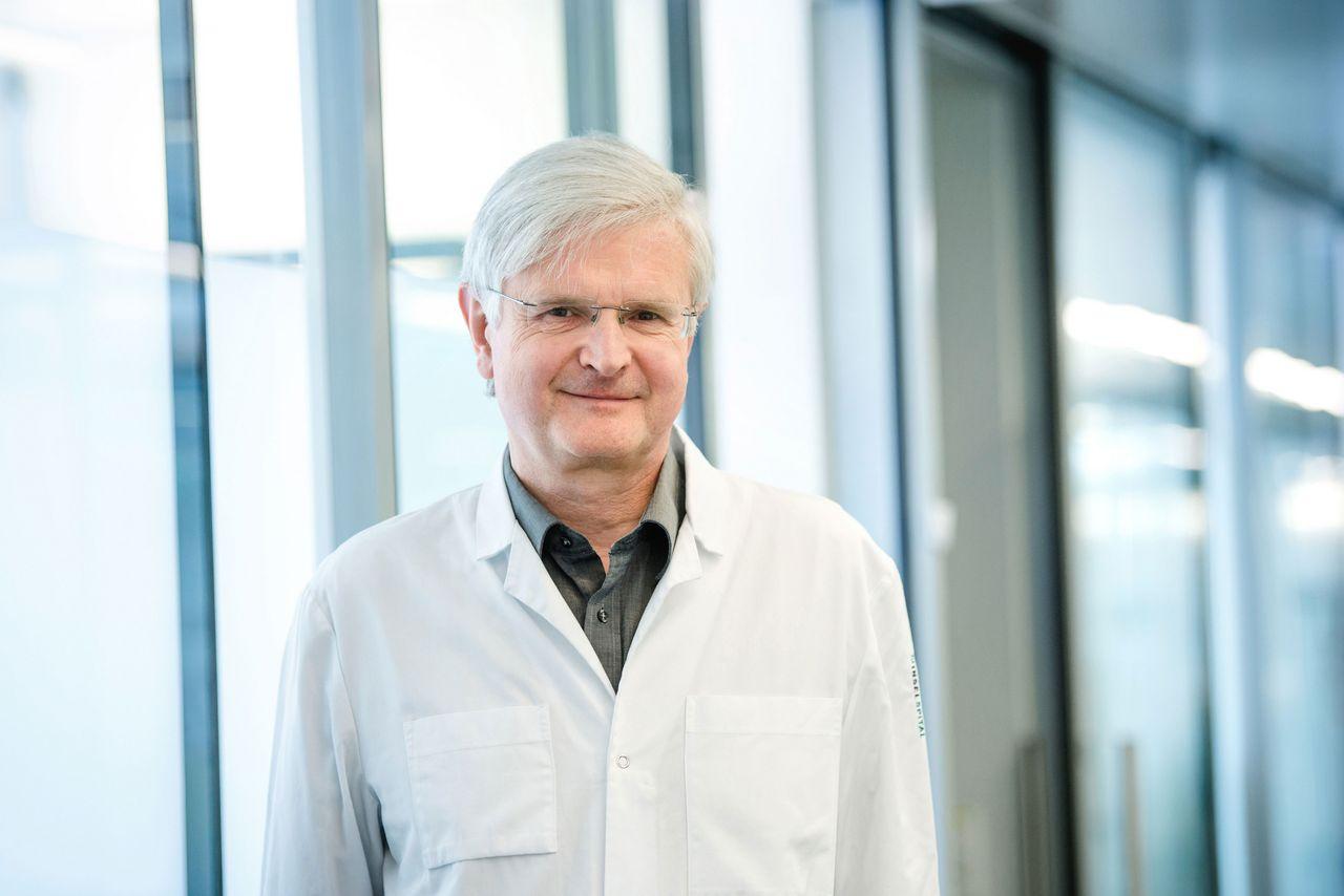 Prof. Dr. med. Dr. phil. Andrew Macpherson ist Klinikdirektor und Chefarzt Gastroenterologie sowie Forschungsgruppenleiter am Inselspital.